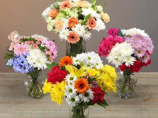 Spoiling your Mum on Mother's Day doesn't have to mean spending lots of money on gifts. Jack's Supermarket,  has a selection of flowers priced as low as £5.