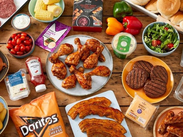 The box includes plenty to throw on the grill and the box also features staples such as soft white rolls and cheese singles as well as condiments - Heinz Thai Sweet Chilli Sauce and Flava-It Barbecue Marinade.